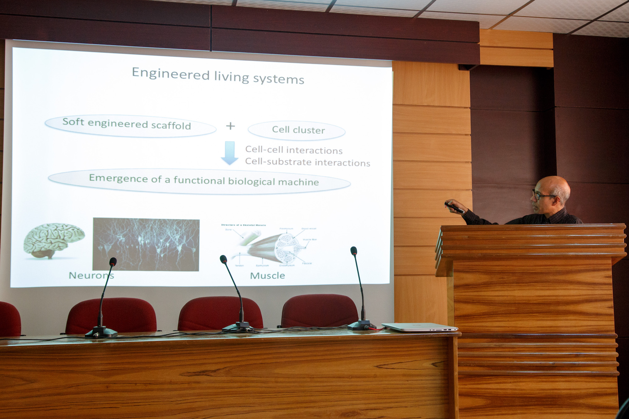 "Seminar on ""Living Machines"""
